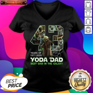 Official 43 Years Of Yoda Dad Best Dad In The Galaxy Signature V-neck- Design By Sheenytee.com